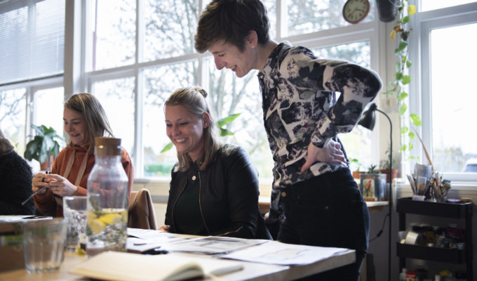 Vrienden van Dina: Interieurontwerpster Anneke op 't Hoog